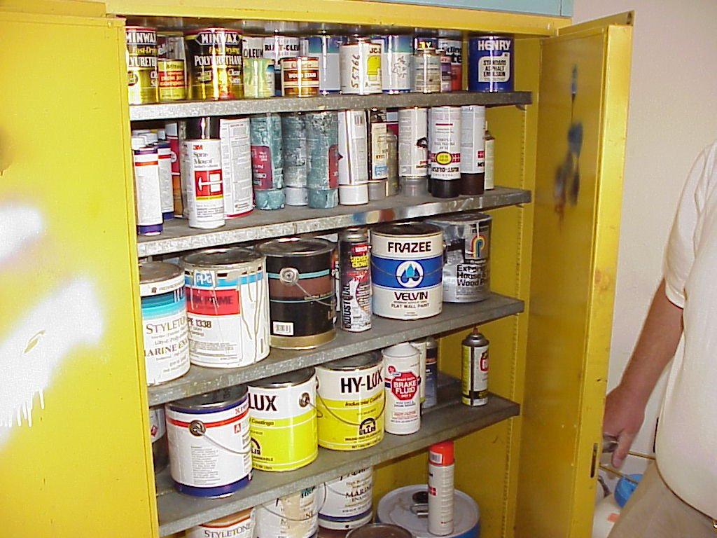 Good Paint Shop Storage Cabinet Image